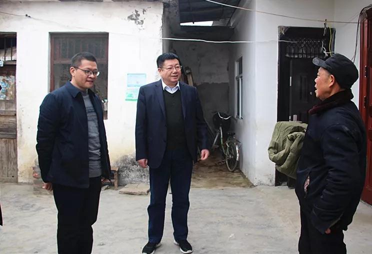 区人大常委会主任倪天成看望慰问困难群众