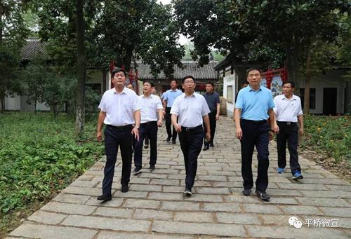 省委编办主任胡战坤深入平桥区调研